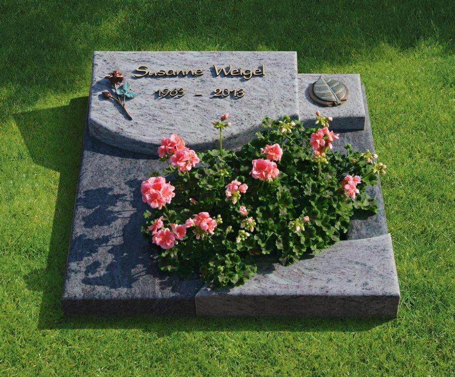 steinmetz-horst-urnengrabmal-bepflanzt