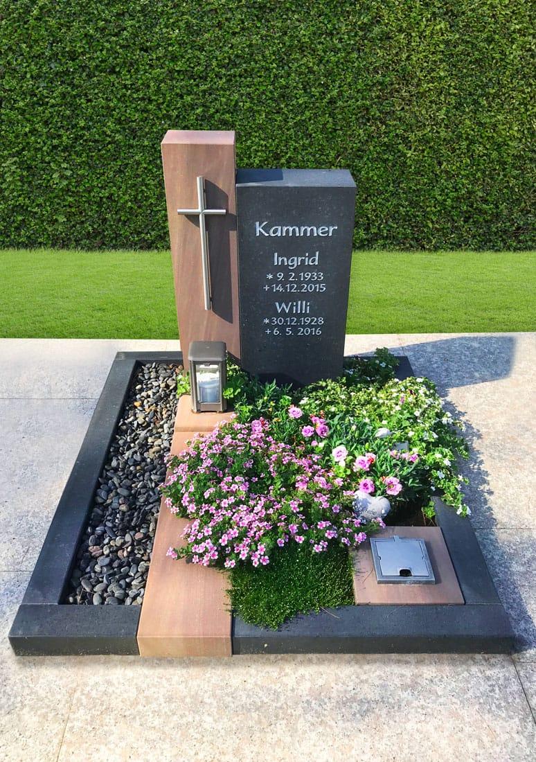 steinmetz-horst-urnengrabmal-kreuz-bepflanzt