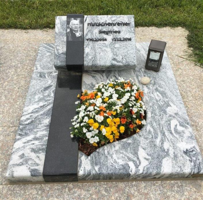 steinmetz-horst-urnengrabmal-urnengrabstein-marmoriert-grau-weiß